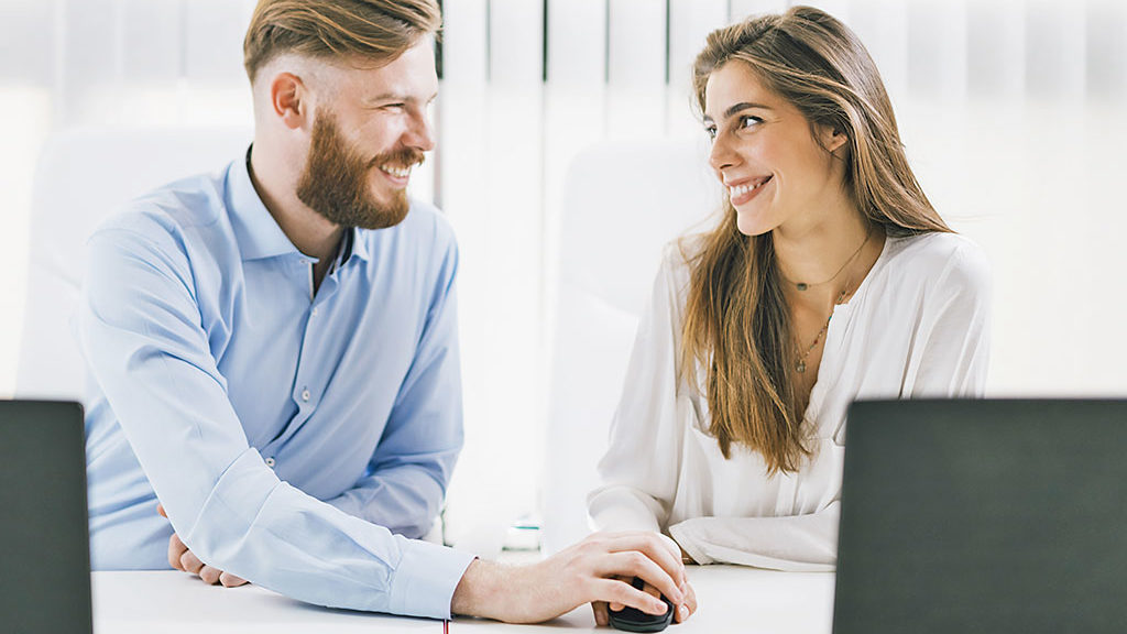 Flirten am Arbeitsplatz - Kennenlernen im Büru
